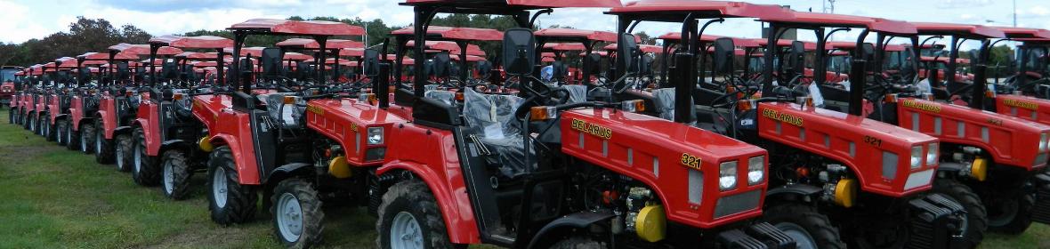 Трактор МТЗ Беларус 82.1 с коммунальным отвалом и щеткой